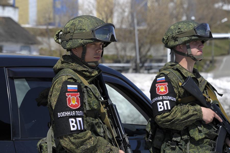 Voennuyu-policiyu-okrasyat-v-zaschi1.jpg