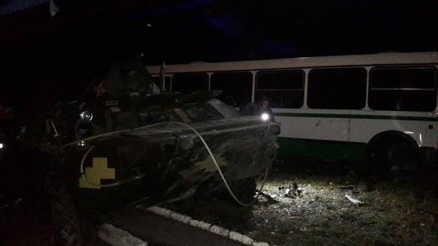 Армейский БТР попал в ДТП на Донбассе - погиб один человек. ФОТОрепортаж