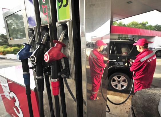 Россиянам обещали стремительный скачок цен набензин
