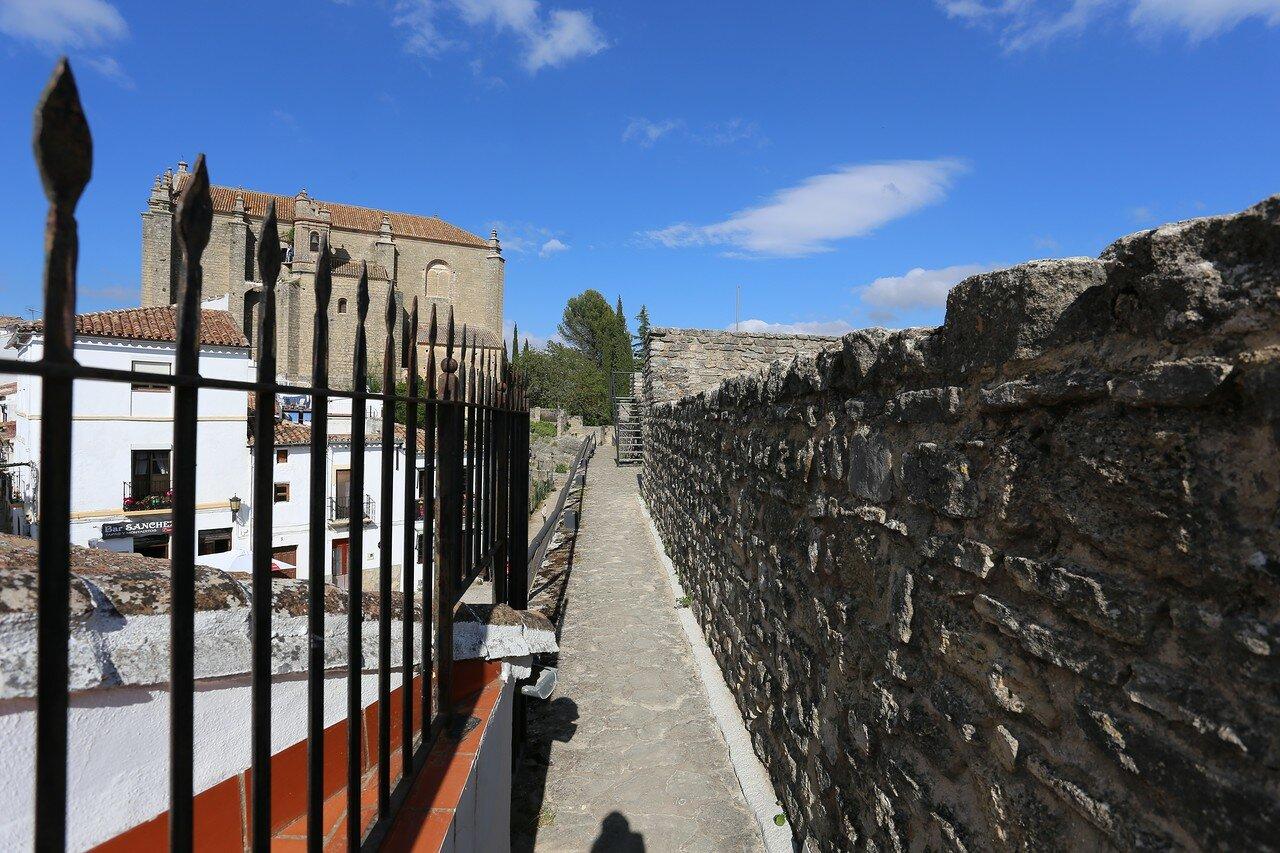 Ронда. Ворота Альмокабар (Puerta de Almocábar) и южная городская стена