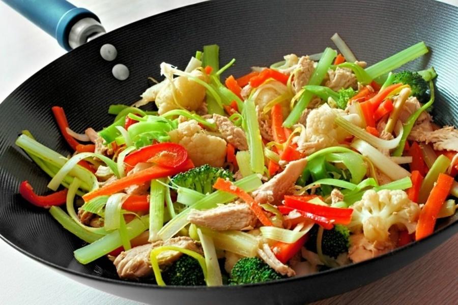 Макароны, отваренные с овощами