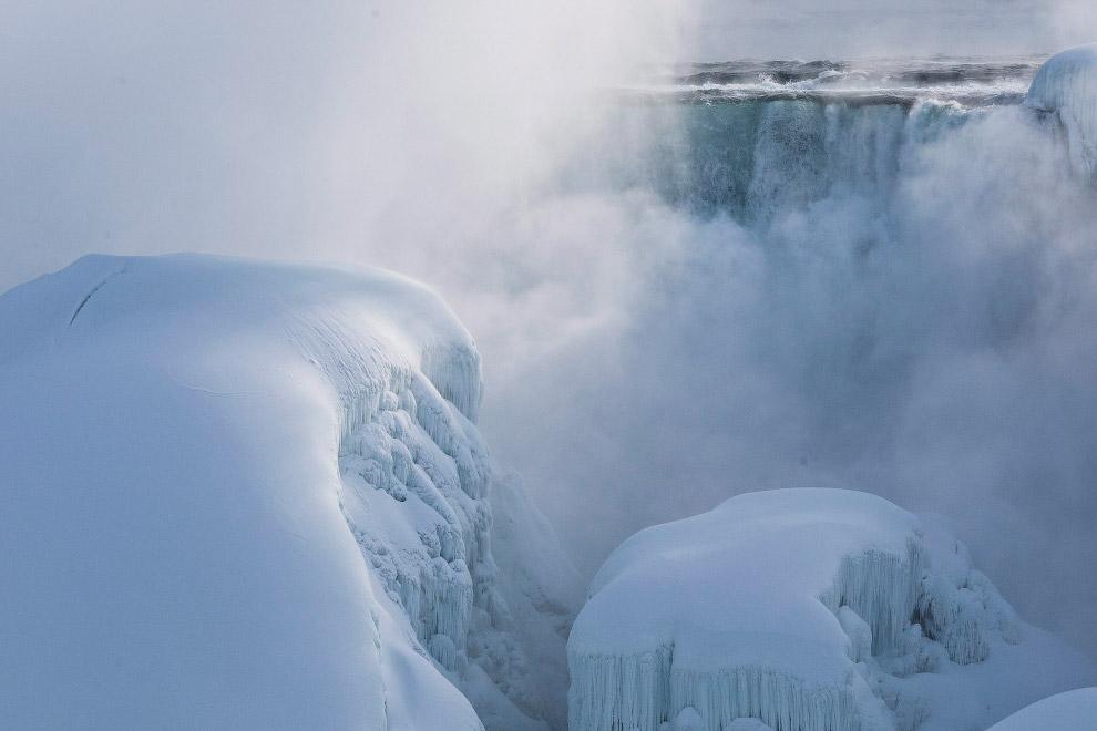 В январе 2015 всемирно известный альпинист Уилл Гэдд покорил самый большой водопад в мире. До е
