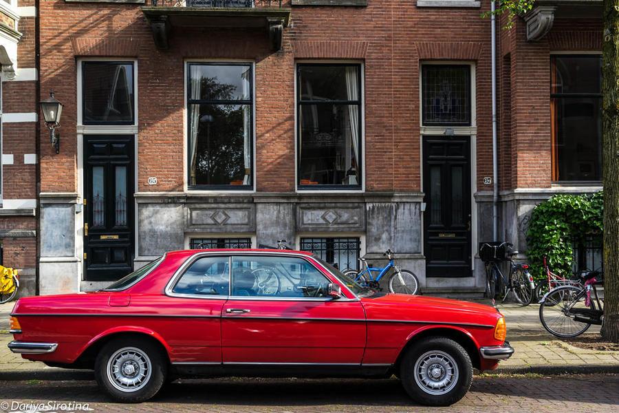 15. Амстердамцы любят старые машины. Сколько великолепных экземпляров!