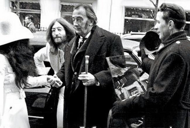 Джон Леннон и Сальвадор Дали в Париже, 1969 год.