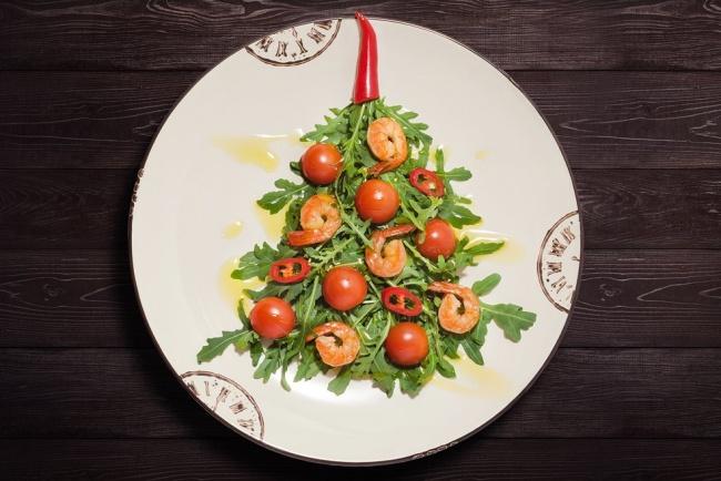 © Алексей  Легкий салат изрукколы, черри, болгарского перца, креветок имедово-горчичной запр