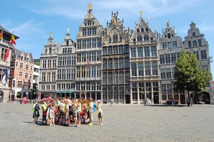 Короткая 45-минутная поездка на поезде или автомобиле к северу от Брюсселя приведет вас в Антверпен.