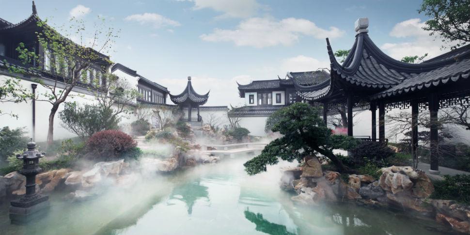 Сады, включая покрытый туманом пруд (на фото), созданы по образу классических садов Сучжоу, которые