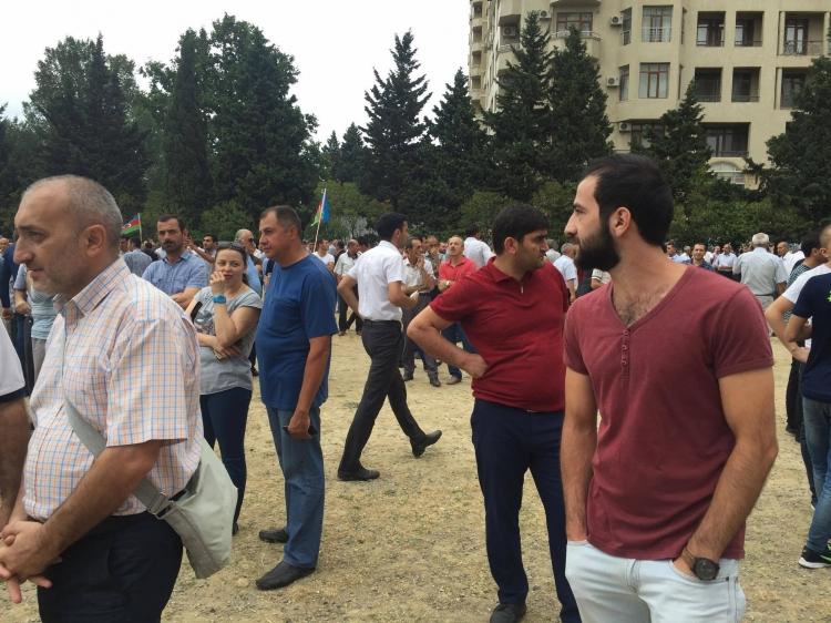 ВБаку прошел митинг оппозиции спризывом отменить референдум