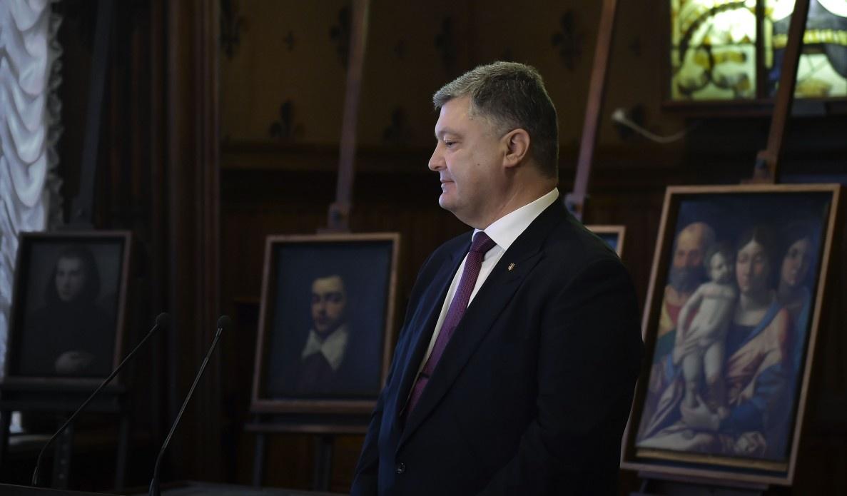 Возвращение похищенных картин будет содействовать установлению братских отношений сИталией— П.Порошенко