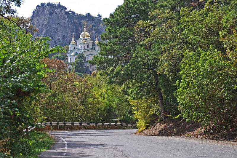 По дороге к храму