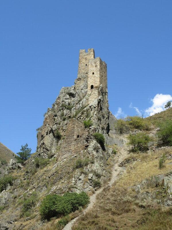 Боевые башни восточного комплекса с плоской крышей, Вовнушки
