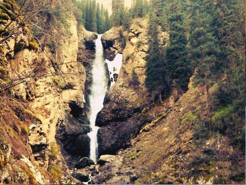 Водопад Чаша Манаса, в ущелье Барскоон..jpg