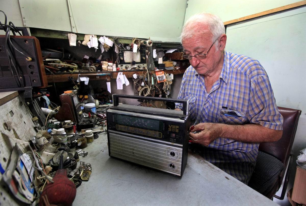 Лудим, паяем, приемники починяем: Старый советский ВЭФ в руках кубинского радио мастера