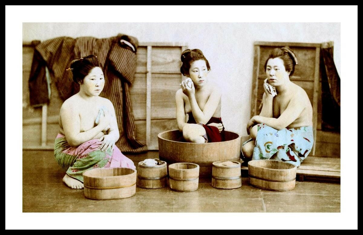 Три гейши за омовением