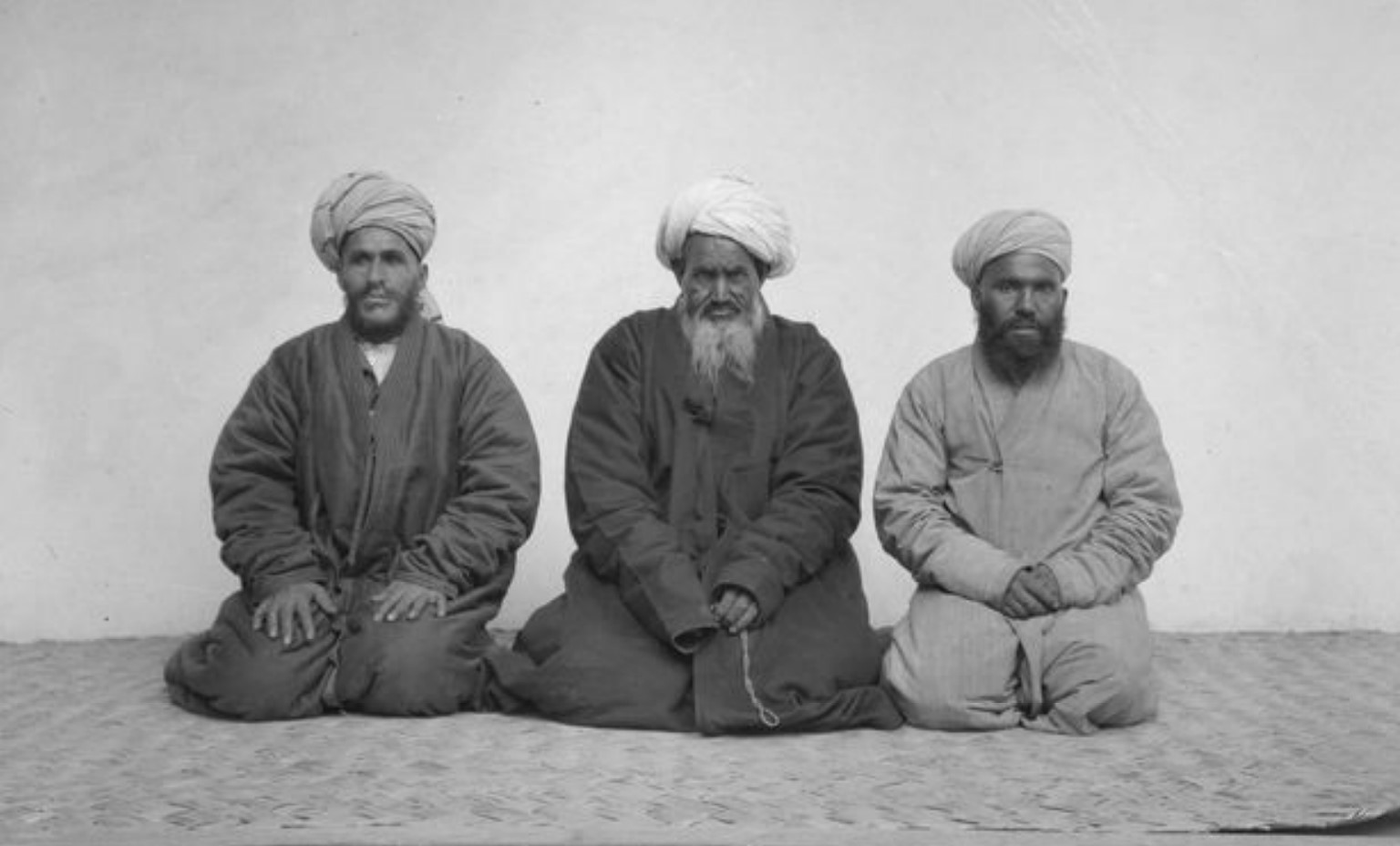 Абдул Карим Ахундзаде, Абдулла-джан (индийский аксакал) и Махмуд-джан (Афганский лавочник)