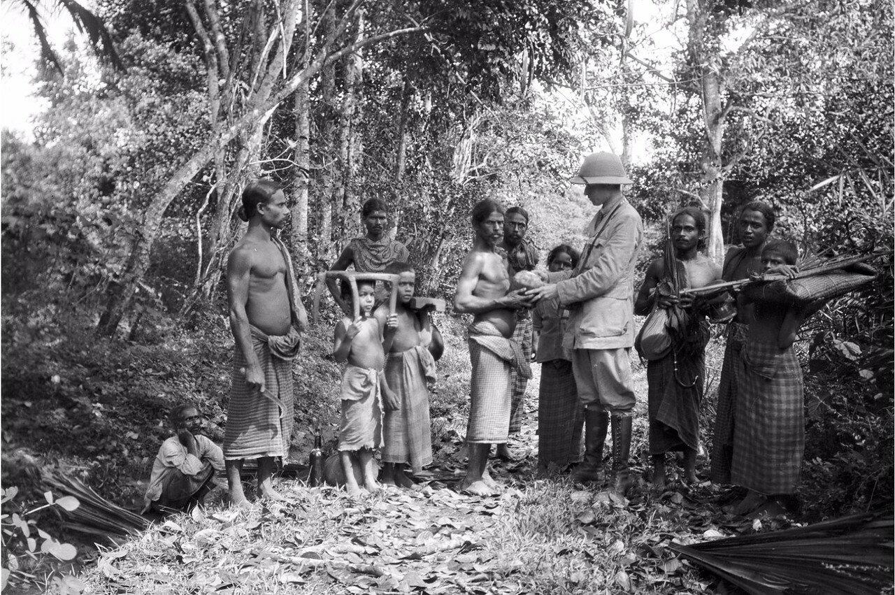 42. Эгон фон Эйкштедт и группа так называемых восточно-сингальских фермеров в Моландени
