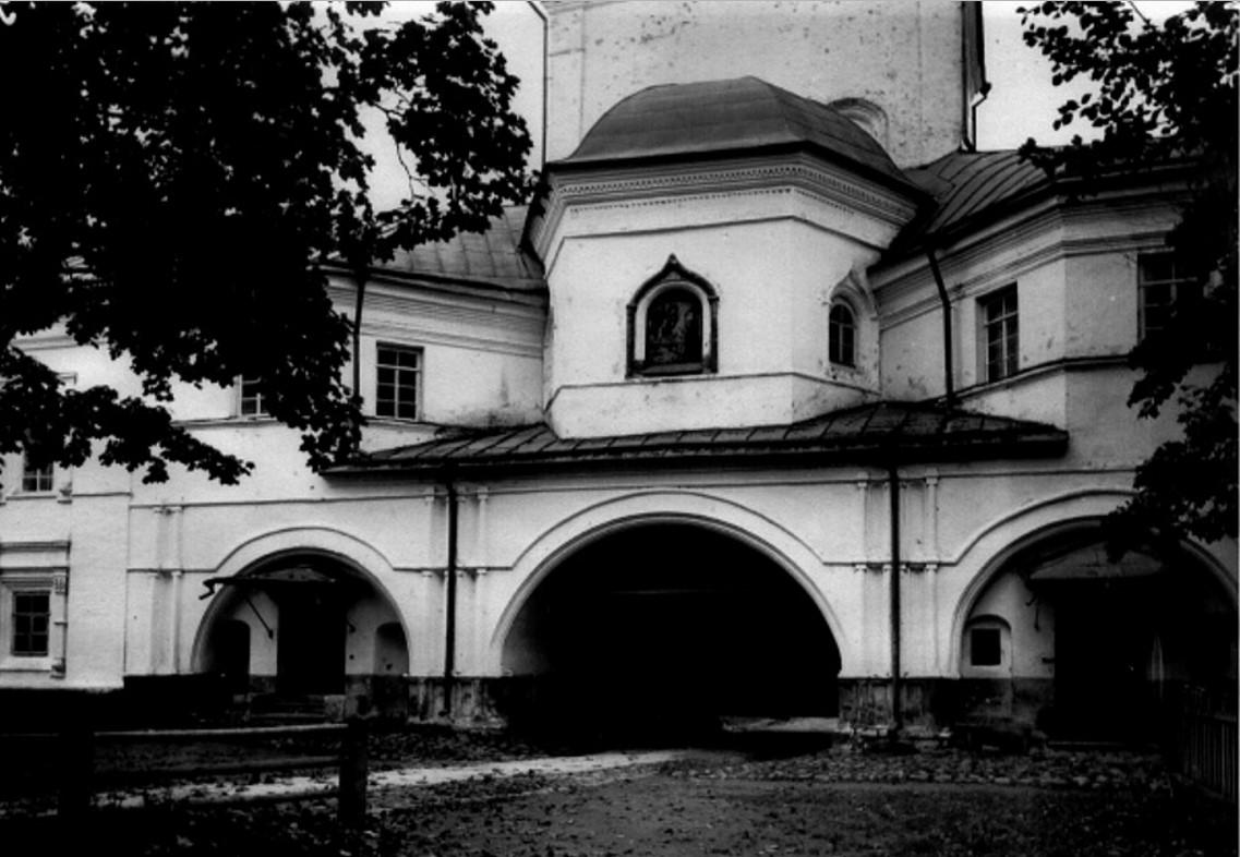Надвратная церковь Архистратига Михаила