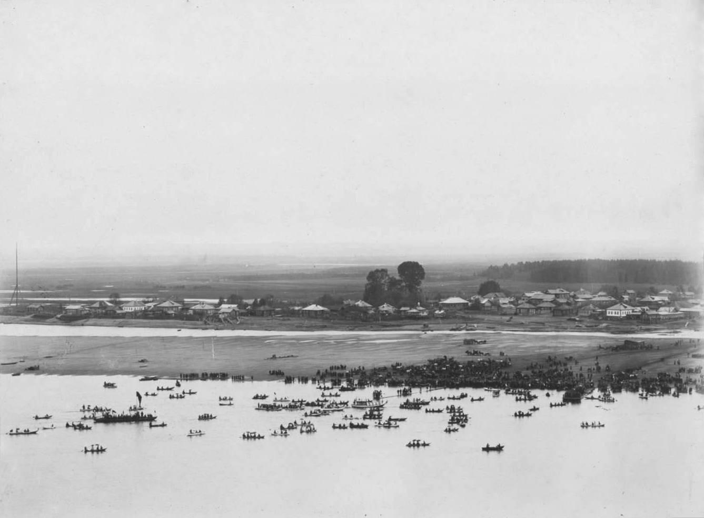 Вид на реку и слободу Дымково