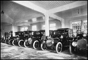 Автомобили в императорском гараже