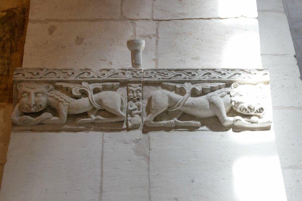 Львы, Дмитриевский собор