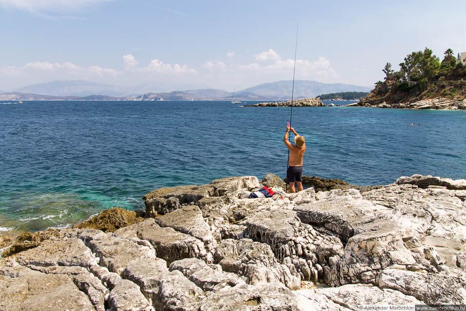 Рыбак с удочкой. Кассиопи, Корфу, Греция