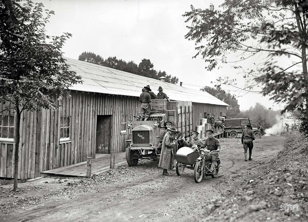 Мотоциклисты армии США на военной базе Форт-Майер (Арлингтон, штат Вирджиния, 1917 год)