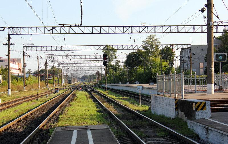 Станция Луга-1, вид на Питер
