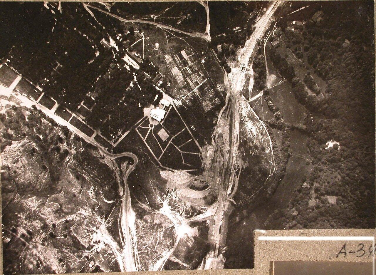 36. Вид поселка (снимок сделан из самолета)