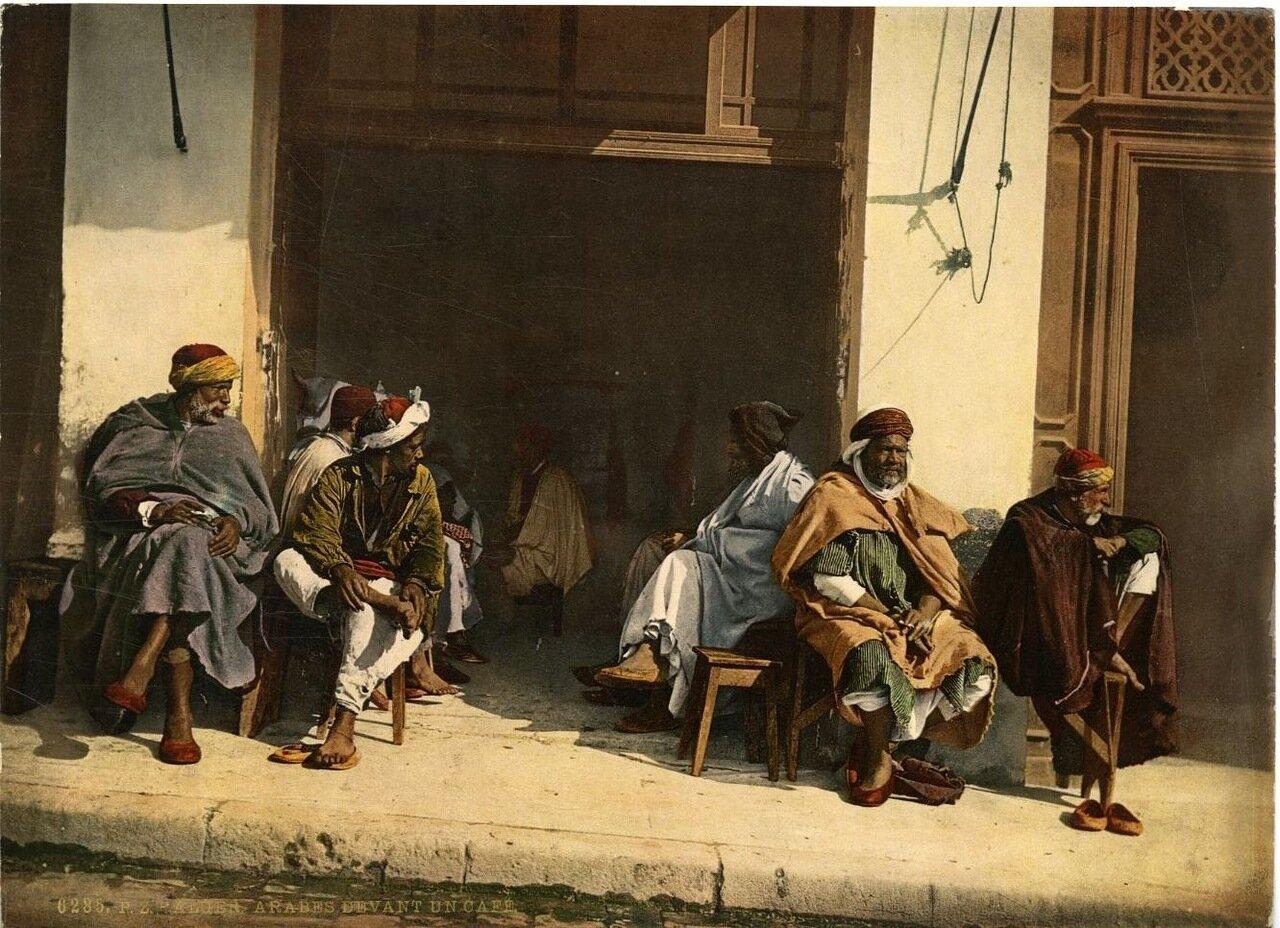 1890. Арабы возле кафе