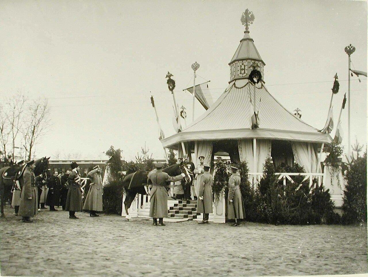 04. Императору Николаю II подают верховую лошадь Рогнеду