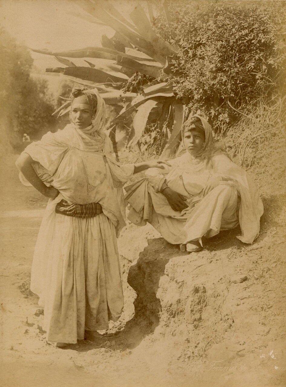 1880. Портрет двух женщин в Бу-Саада