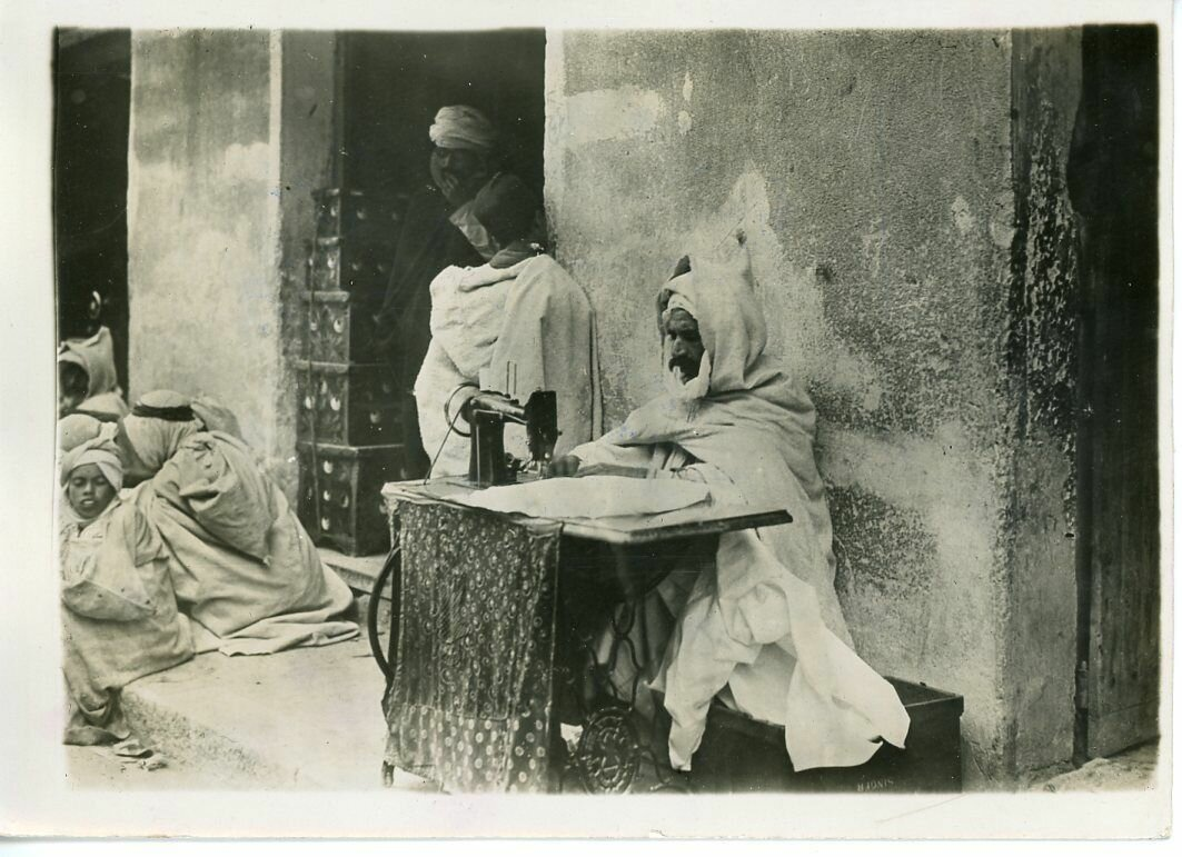 1930. Арабский портной