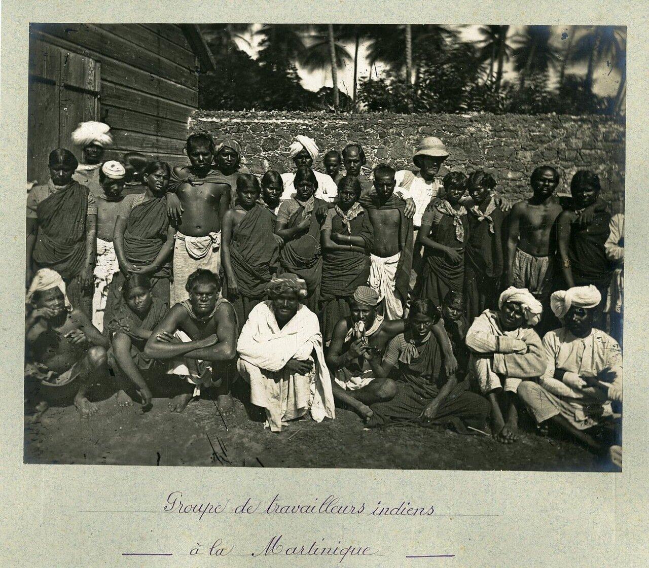 Группа индийских рабочих