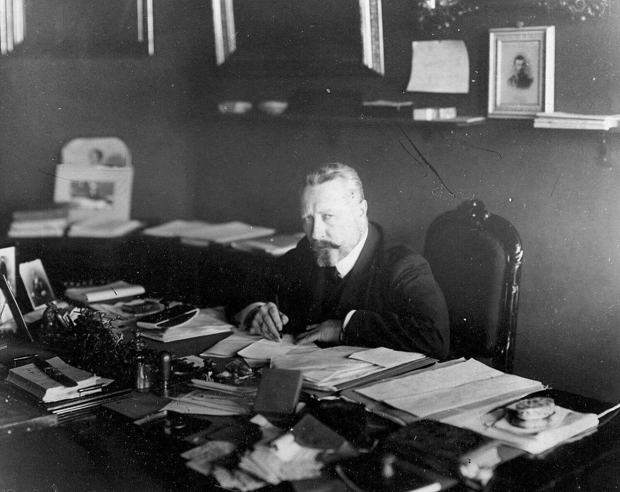 10. Сенатор, гофмейстер Дмитрий Борисович Нейдгарт в кабинете за письменным столом. 1911