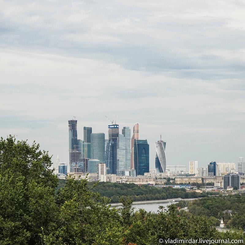Москва-Сити. Вид со смотровой площадки на  Воробьевых Горах.