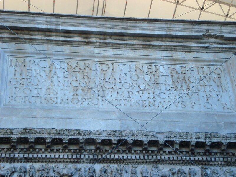 002-посвящение Траяну.jpg
