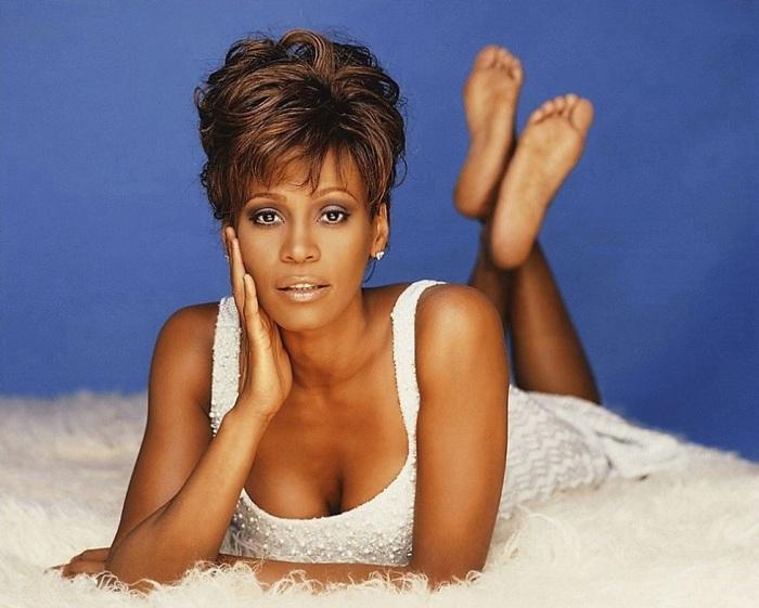 3. Уитни Хьюстон (Whitney Houston) Американская певица, продюсер, актриса и бывшая фотомодель.