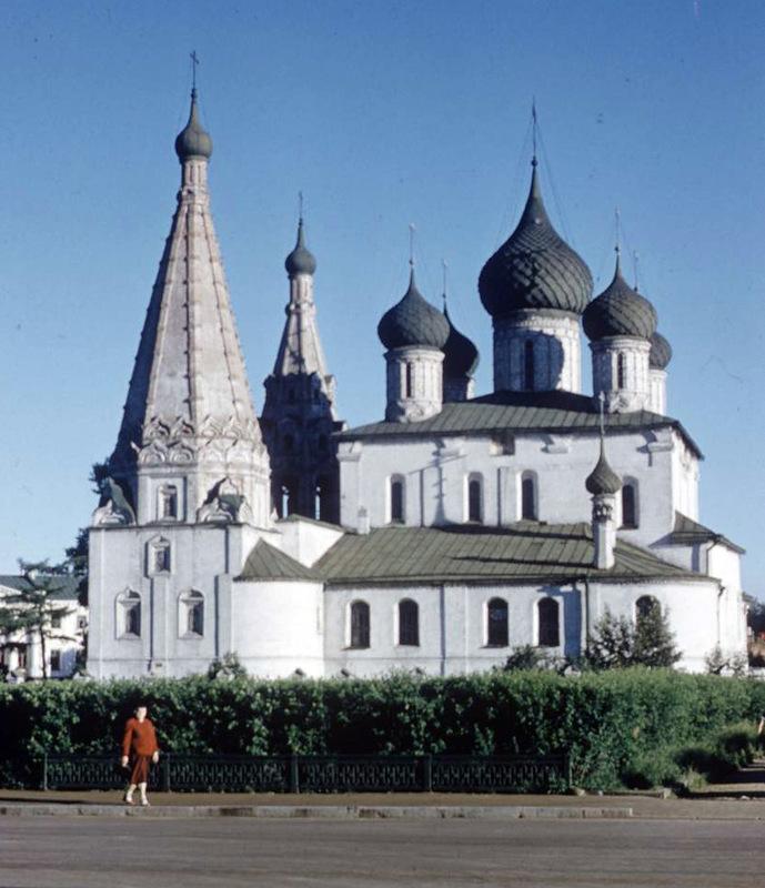 Река Которосль в Ярославле, вдали видна слобода Коровники: