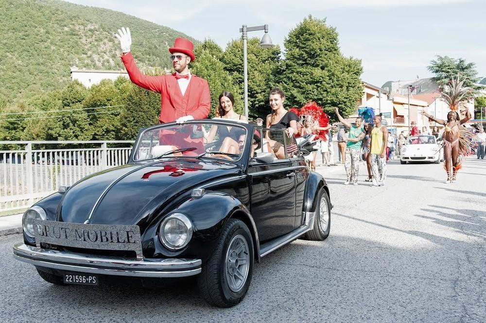 Ну что ж вы страшные такие: в Италии прошел ежегодный фестиваль уродливых людей (13 фото)