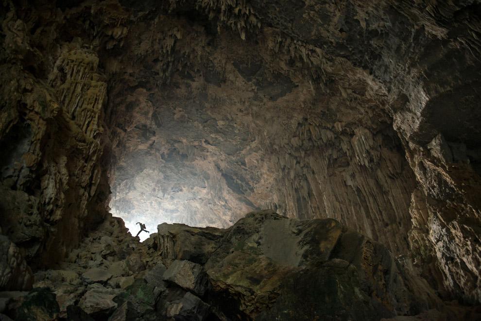 3. Причинами движения воздуха чаще всего служит разность температур в пещере и на поверхности,