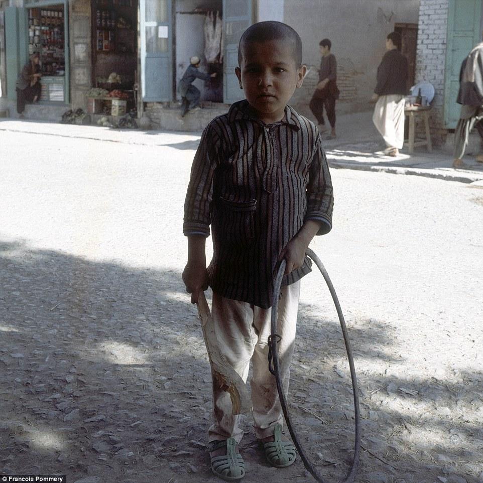 Мальчик на улице Герата в 1974 году.