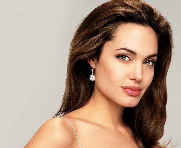 Звездный фотограф Шон Макколл опубликовал неизвестные кадры 16-летней Джоли, которые были сняты во в
