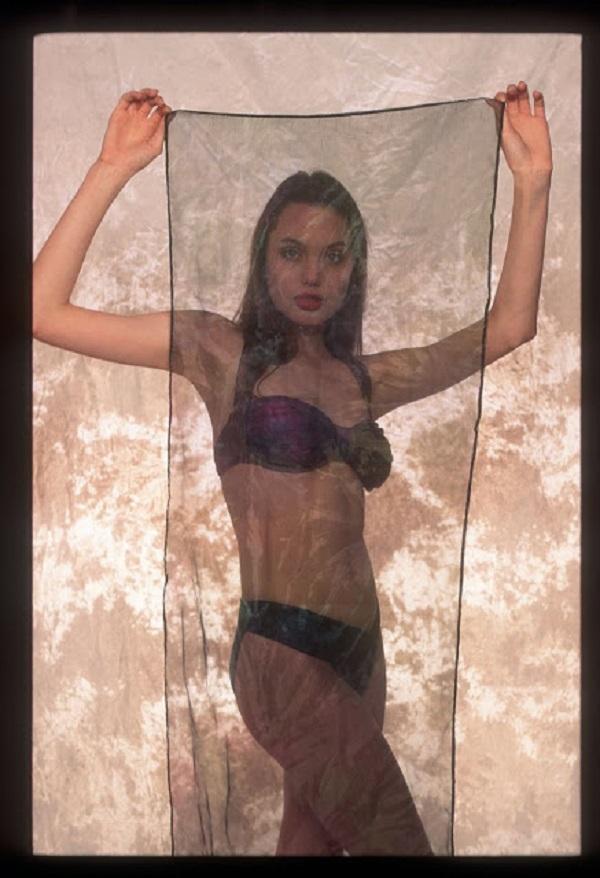 Откровенная фотосессия 16-летней Анджелины Джоли взорвала Сеть!