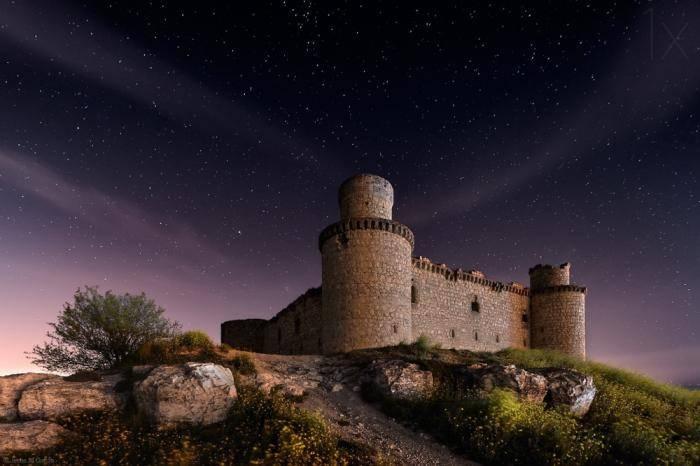 Замок Барсьенсе в испанской провинции Толедо был построен в XV веке местным графом. В течение 100 ле