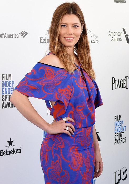 Это невероятно, но знаменитые актрисы тоже потеют. Чтобы испарина не портила дорогие наряды и фотогр