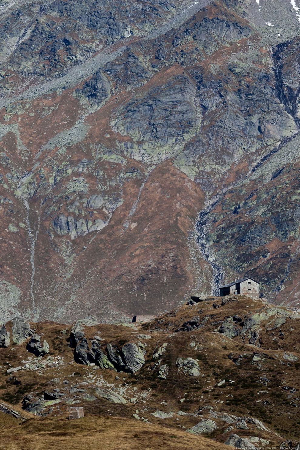 Плотина на озере Монтесплуга на высоте 1 900 метров: