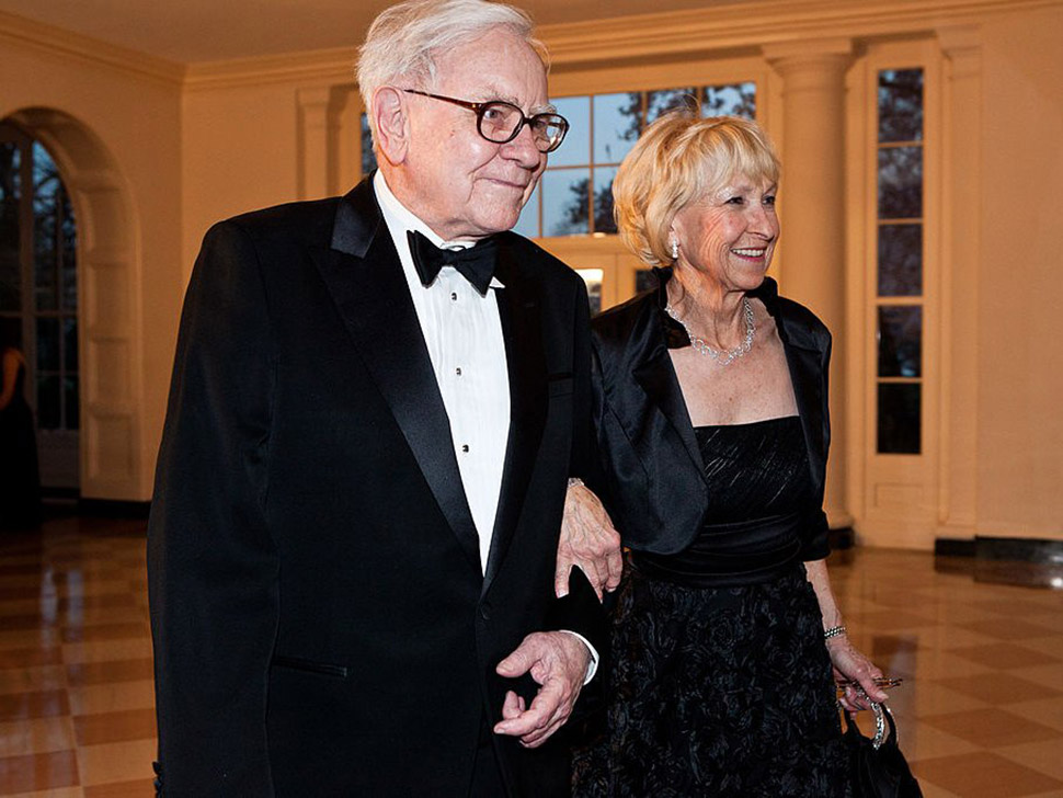 4. Мода и стиль — 25,2%. Уоррен Баффет прибыл на званый ужин в честь британского премьера Дэвида Кэм