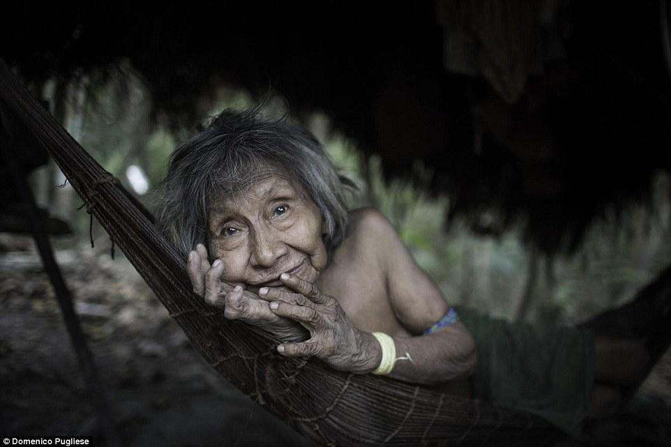 Когда-то численность племени составляла десятки тысяч, сейчас их осталось не более 300.
