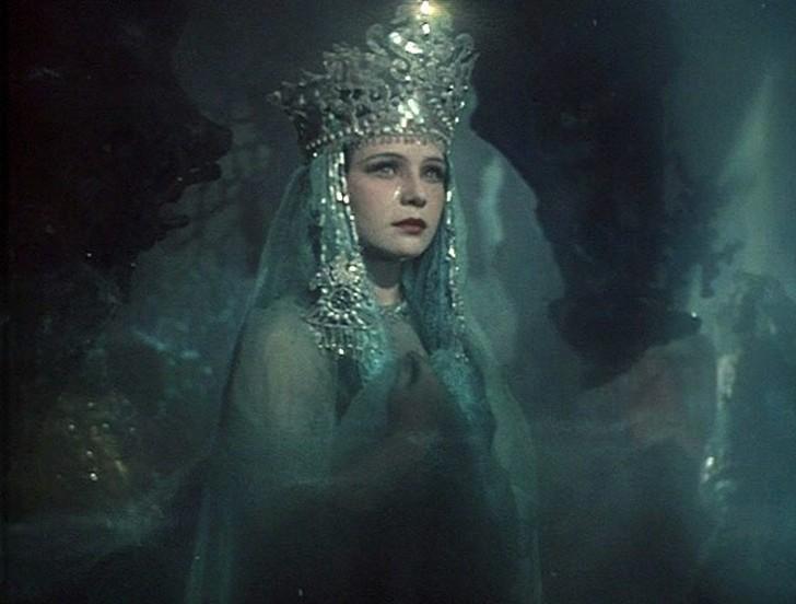 10. Нинель Мышкова Эта актриса известна по нескольким ролям в сказочных фильмах, среди которых фильм