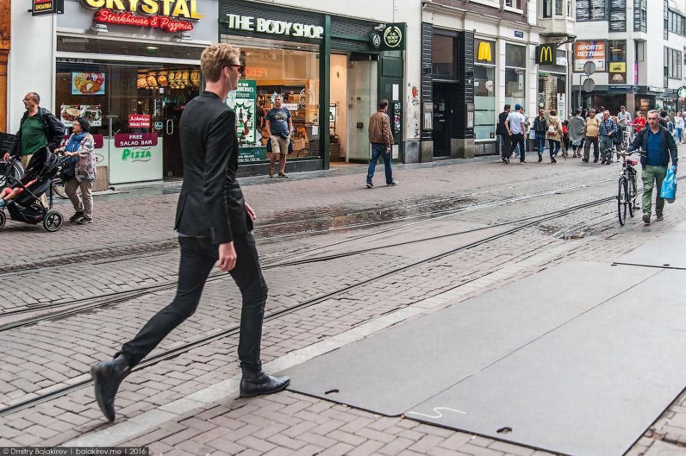 22. Подозреваю, что в Амстердаме легко почувствовать себя невидимкой. Парадокс больших городов